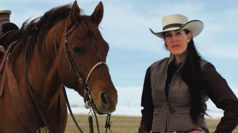 Jody bakker standing with horse