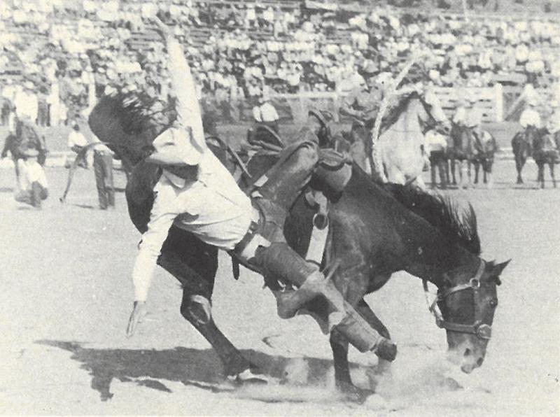 Don Dewar falling off at Pendleton