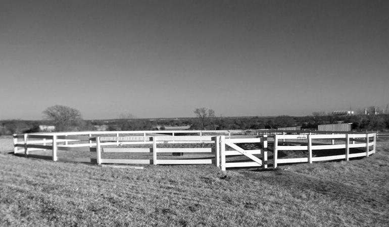 wooden fence roundpen