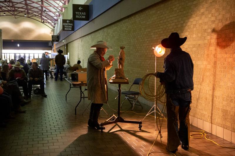 Cowboy artist Bruce Greene gives a demonstration at the CA Sale.