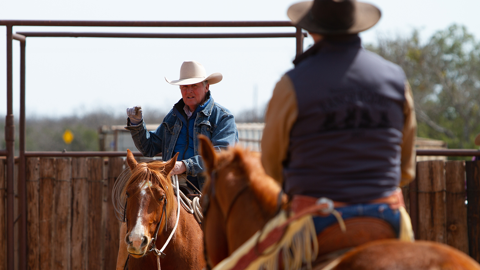 Joe Wolter shows how to straighten a rope horse.