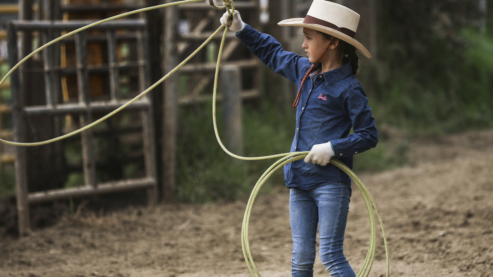 A student at rodeo school Rancho Apalache swings a rope.