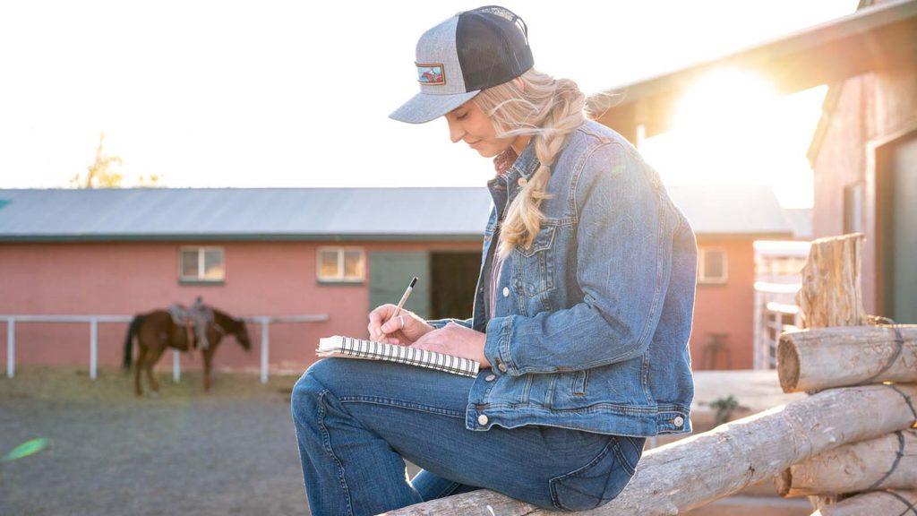 Leann Ashurst sketches horses at Babbitt Ranches